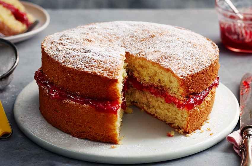 کیک اسفنجی با مربا