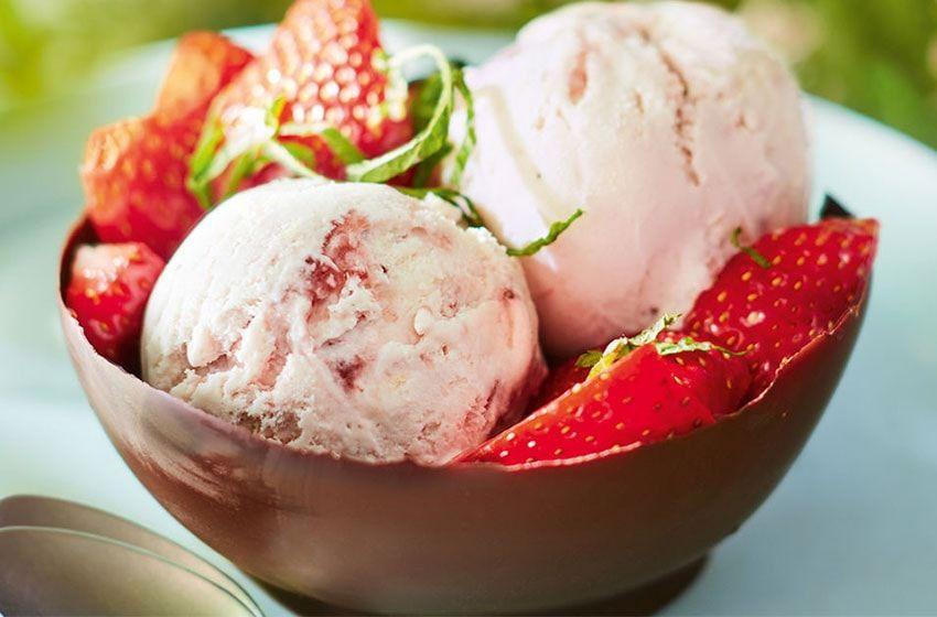 بستنی با توت فرنگی