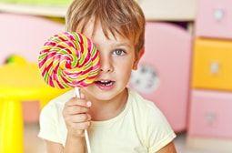 خوردن آبنبات چه تاثیری روی دندان های شما می گذارد؟